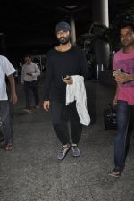 Dhanush snapped at airport on 25th May 2016 (34)_574729b7dbeaa.JPG