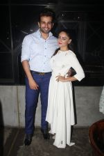 Jay Bhanushali, Mahi Vij at Papa Don_t Preach preview in Masala Bar on 25th May 2016 (11)_57472dffd1eec.JPG