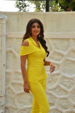 Shilpa Shetty at Promo Shoot of Sony TV_s India_s Super Dancer on 24th May 2016 (16)_574707e6c1a02.JPG
