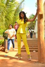 Shilpa Shetty at Promo Shoot of Sony TV_s India_s Super Dancer on 24th May 2016 (31)_574708068b965.JPG