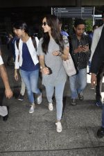 Shraddha Kapoor snapped at airport on 25th May 2016 (27)_574729c8d96e6.JPG