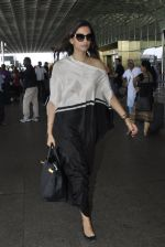 Sonam Kapoor snapped at airport on 24th May 2016 (14)_5747067c9196e.JPG