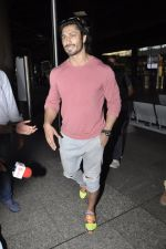 Vidyut Jamwal snapped at airport on 25th May 2016