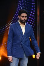 Abhishek Bachchan promote Housefull 3 on the sets of saregama on 26th May 2016 (73)_5747cc3a4d25e.JPG