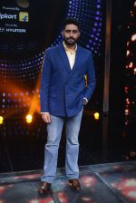 Abhishek Bachchan promote Housefull 3 on the sets of saregama on 26th May 2016 (76)_5747cc3c7c951.JPG