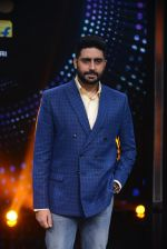 Abhishek Bachchan promote Housefull 3 on the sets of saregama on 26th May 2016 (78)_5747cc3dee693.JPG
