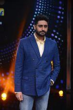 Abhishek Bachchan promote Housefull 3 on the sets of saregama on 26th May 2016 (79)_5747cc3e99c69.JPG