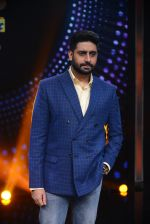 Abhishek Bachchan promote Housefull 3 on the sets of saregama on 26th May 2016 (81)_5747cc3f43083.JPG
