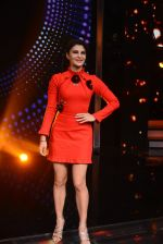 Jacqueline Fernandez promote Housefull 3 on the sets of saregama on 26th May 2016