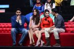 Jacqueline Fernandez, Lisa Haydon, Akshay Kumar, Abhishek Bachchan promote Housefull 3 on the sets of saregama on 26th May 2016 (18)_5747cc435f7b2.JPG