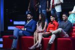 Jacqueline Fernandez, Lisa Haydon, Akshay Kumar, Abhishek Bachchan promote Housefull 3 on the sets of saregama on 26th May 2016 (26)_5747cc44d8acf.JPG