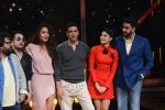 Jacqueline Fernandez, Lisa Haydon, Akshay Kumar, Abhishek Bachchan promote Housefull 3 on the sets of saregama on 26th May 2016 (54)_5747cc4596354.JPG