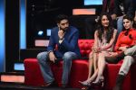 Jacqueline Fernandez, Lisa Haydon,Abhishek Bachchan promote Housefull 3 on the sets of saregama on 26th May 2016 (31)_5747cc4685108.JPG