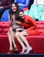 Jacqueline Fernandez, Lisa Haydon promote Housefull 3 on the sets of saregama on 26th May 2016 (12)_5747cd422a946.JPG