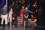 Mika Singh promote Housefull 3 on the sets of saregama on 26th May 2016 (47)_5747cd84df9c5.JPG