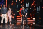 Mika Singh promote Housefull 3 on the sets of saregama on 26th May 2016 (48)_5747cd859d017.JPG