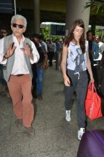 Kalki Koechlin, Naseeruddin Shah snapped at airport in Mumbai on 28th May 2016 (26)_574a937baa31c.JPG