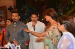 Karan Singh Grover and Bipasha Basu on the sets of Kapil Sharma Show on 28th May 2016 (43)_574a98dea3382.JPG