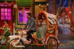 Karan Singh Grover and Bipasha Basu on the sets of Kapil Sharma Show on 28th May 2016 (66)_574a98e3eb7ee.JPG