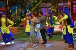 Karan Singh Grover and Bipasha Basu on the sets of Kapil Sharma Show on 28th May 2016 (76)_574a98eb326b3.JPG