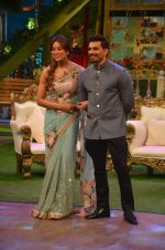 Karan Singh Grover and Bipasha Basu on the sets of Kapil Sharma Show on 28th May 2016 (82)_574a98eed7d05.JPG