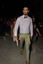 Kunal Kapoor snapped at airport in Mumbai on 28th May 2016 (18)_574a939395a0a.JPG