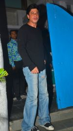 Shahrukh Khan snapped at Olive on 28th May 2016 (2)_574a927ac2eed.JPG