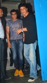 Shahrukh Khan snapped at Olive on 28th May 2016 (5)_574a927ee83c0.JPG