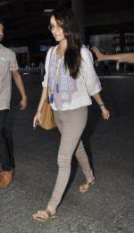 Shraddha Kapoor snapped at airport on 29th May 2016 (12)_574bc86fed80d.JPG