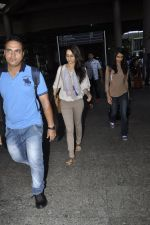 Shraddha Kapoor snapped at airport on 29th May 2016 (13)_574bc870a441a.JPG