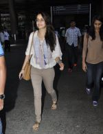 Shraddha Kapoor snapped at airport on 29th May 2016 (15)_574bc8722f891.JPG