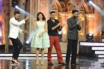 Jacqueline Fernandez, Riteish Deshmukh, Akshay Kumar, Abhishek Bachchan at the promotion of Housefull 3 on the sets of India_s got Talent in Mumbai on 30th May 2016 (39)_574d32592f220.JPG