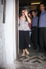 Preity Zinta and Suzanne Khan snapped at dinner on 30th May 2016 (14)_574d3c84a3357.JPG
