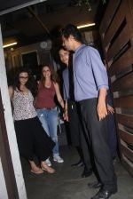 Preity Zinta and Suzanne Khan snapped at dinner on 30th May 2016 (11)_574d3c5aec16a.JPG