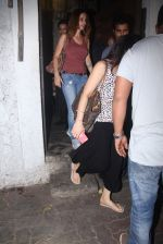 Preity Zinta and Suzanne Khan snapped at dinner on 30th May 2016 (15)_574d3c5cef30e.JPG