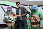 Siddharth Shukla shares a slice of pizza with Donatello and Leonardo on 30th May 2016 (1)_574d286deb7ec.JPG