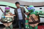 Siddharth Shukla shares a slice of pizza with Donatello and Leonardo on 30th May 2016 (2)_574d287005d9d.JPG