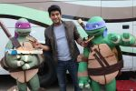 Siddharth Shukla shares a slice of pizza with Donatello and Leonardo on 30th May 2016 (3)_574d28717898d.JPG