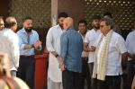 Abhishek Bachchan at Vikas Mohan funeral in Mumbai on 31st May 2016 (66)_574e8b2481fa6.JPG