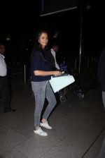 Gayatri Joshi snapped at airport  in Mumbai on 31st May 2016 (30)_574e8a200289f.JPG