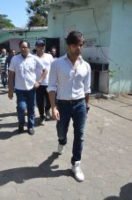 Himesh Reshammiya at Vikas Mohan funeral in Mumbai on 31st May 2016 (16)_574e8c82c8a78.JPG