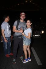 Jay Bhanushali, Mahi Vij snapped at airport  in Mumbai on 31st May 2016 (28)_574e8a2dcf8fa.JPG