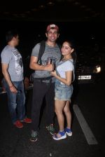 Jay Bhanushali, Mahi Vij snapped at airport  in Mumbai on 31st May 2016 (29)_574e8ac439c48.JPG