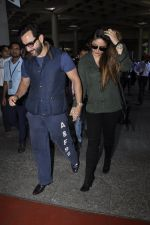 Kareena Kapoor, Saif Ali Khan snapped at airport  in Mumbai on 31st May 2016 (18)_574e886123be6.JPG