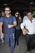 Kareena Kapoor, Saif Ali Khan snapped at airport  in Mumbai on 31st May 2016 (6)_574e8894dcb04.JPG