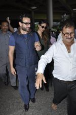 Kareena Kapoor, Saif Ali Khan snapped at airport  in Mumbai on 31st May 2016 (8)_574e884e1ef99.JPG