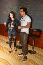 Lucy Pinder, Sonu Sood at the Trailer Launch of Warrior Savitri in Mumbai on 1st June 2016 (27)_574fd8ef8b4e4.JPG