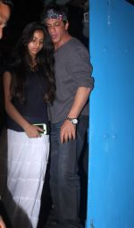 Shahrukh Khan snapped with daughter Suhana on 1st June 2016 (2)_574fd777940e2.JPG