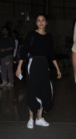 Anushka Sharma snapped at airport in Mumbai on 2nd June 2016 (1)_575127f8d6c1c.JPG