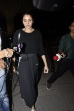Anushka Sharma snapped at airport in Mumbai on 2nd June 2016